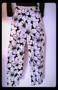 Super cute and stylish cropped floral pants